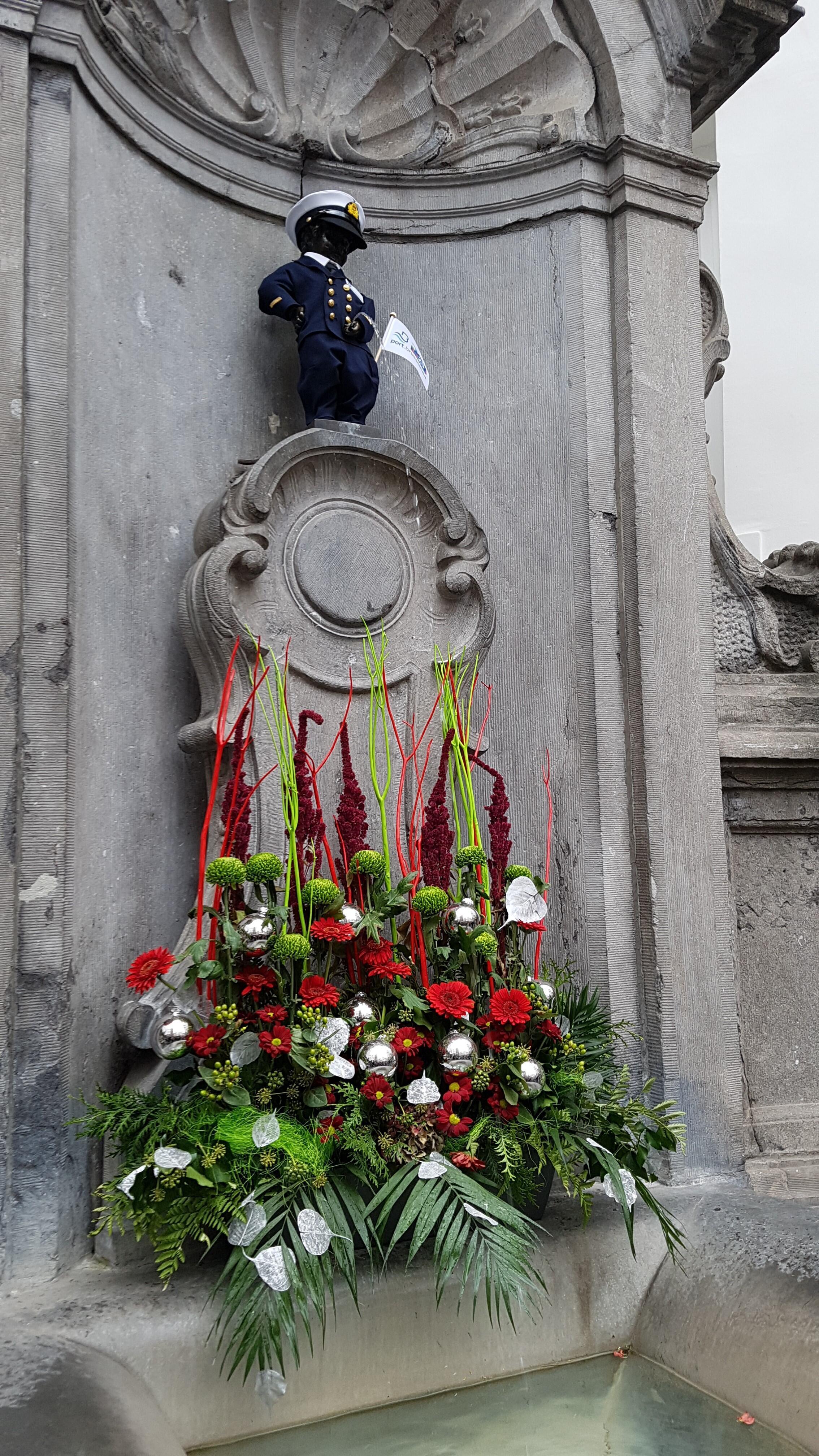 Bức tượng Manneken - Pis nổi tiếng ở Bruxelles, Bỉ.