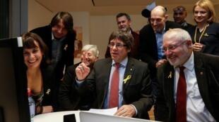 西班牙加泰羅尼亞前自治政府主席普伊格蒙特關注議會選舉。2017-15-21