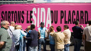 Các hiệp hội tại Pháp như Sida Info service hay Aides tham gia các chiến dịch thông tin nhân ngày 01/12/2012 (DR)