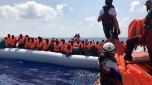 Opération de sauvetage du navire humanitaire «Ocean Viking», le 10 août 2019. Le bateau a été immobilisé fin juillet.
