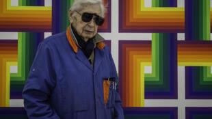 Julio Le Parc es pintor y escultor