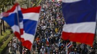 Người biểu tình chống chính phủ tuần hành ở thủ đô Bangkok, Thái Lan, 20/01/2014