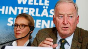 Les candidats coprésidents de l'AFD Alexander Gauland et Alice Weidel assistent à une conférence de presse à Berlin, en Allemagne, le 18 septembre 2017.