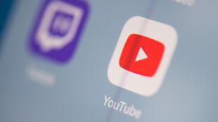 El logo de la aplicación de Youtube en la pantalla de una tableta, el 24 de julio de 2019