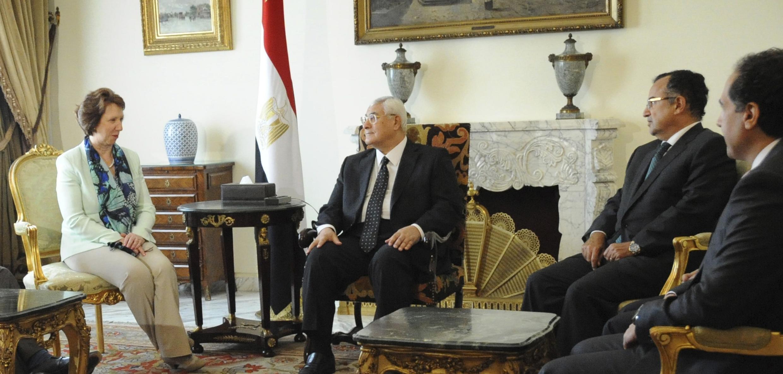Catherine Ashton s'entretient avec le président égyptien par intérim, Adly Mansour, le 17 juillet au Caire.
