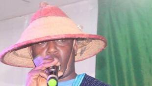 Mamadou Yaya Diallo alias le guide, sur scène lors de la 4ème édition du Festival des arts du rire de Labé dans le Fouta Djallon.