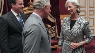 El príncipe Carlos de Inglaterra y el primer ministro David Cameron en compañía de Christine Lagarde, secretaria general del FMI, durante la recepción en honor de los participantes en la Conferencia sobre Inversiones Globales, Londres, 9 de mayo de 2013..