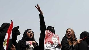 Simpatizantes del candidato de los Hermanos Musulmanes, Mohamed Mursi, celebran la victoria anuniada por la cofradía, el 18 de enero en la plaza Tahrir, El Cairo.