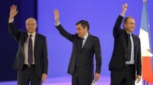 Em março deste ano, o mediador da UMP, Alain Juppé (esquerda), e os dois protagonistas da crise no partido, François Fillon (centro) e Jean-François Copé, participaram de um comício do ex-presidente Nicolas Sarkozy.