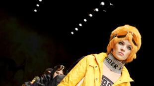 Looks amarelos também foram vistos nas passarelas da Fashion Week de Berlim, que acontece nesse momento.