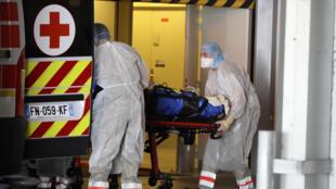 Paciente contaminado chega a hospital em Rennes