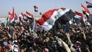 Les sunnites manifestent à Ramadi, à 100 km à l'ouest de Bagdad.