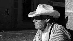 La esperanza de vida de los mexicanos es de 77.4 años en mujeres y 72.6 años en hombres.