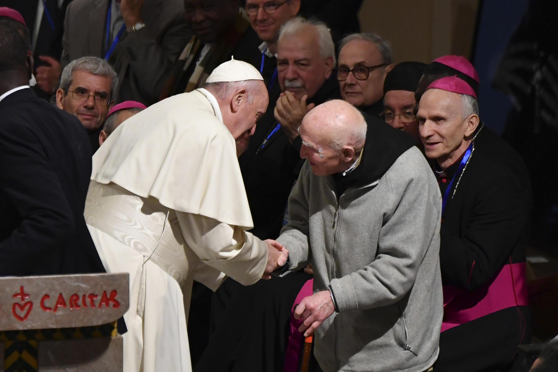Le pape François a rencontré, le 31 mars 2019 à Rabat, le père Jean-Pierre Schumacher, 95 ans, dernier survivant du massacre de Tibéhirine, perpétré contre sept moines trappistes en 1996, pendant la guerre civile en Algérie.