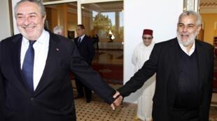 Генеральный секретарь марокканской Партии справедливости и развития Абделилах Бенкиран (справа) вместе с Сержем Бергюдо, главой совета еврейской общины Марокко в Рабате 26 ноября 2011 года