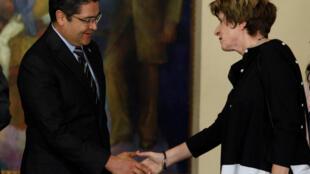 Antes de la ceremonia de inauguración, la comisionada adjunta se reunió con el presidente Hernández, quien en un discurso, agradeció Gilmore.