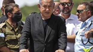 Benjamin Netanyahu visita el lugar donde se produjo una estampida mortal durante una celebración religiosa judía, el 30 de abril de 2021 en Meron, al norte de Israel