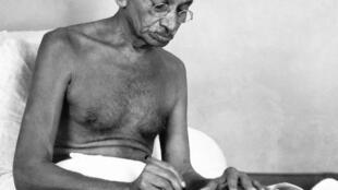Mahatma Gandhi, mutumin da ake yiwa kallon uba ga daukacin yan kasar India.