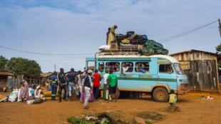 Les voyages en bus sont l'occasion de rencontres multiples.