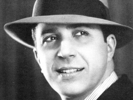 Carlos Gardel murió en un accidente de avión en Medellín, en 1935.