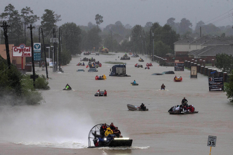Les embarcations ont remplacé les voitures à Houston, au Texas après le passage de la tempête Harvey (28 août).