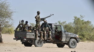 Des soldats nigériens patrouillent aux alentours de Bosso, dans la région de Diffa, le 25 mai 2015 (image d'illustration).