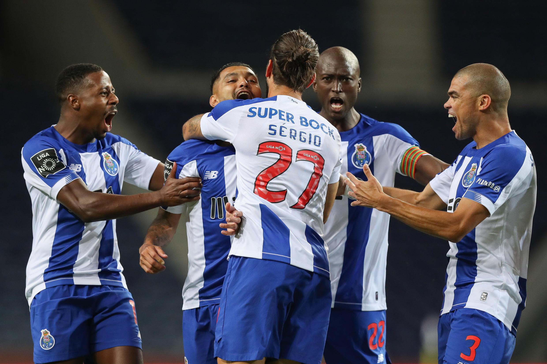 O FC Porto lidera o campeonato português com seis pontos de vantagem sobre o SL Benfica.