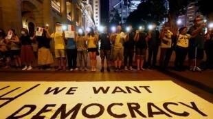 """Người biểu tình Hồng Kông lập """"dây chuyền người"""" yêu cầu cải tổ chính trị, trung tâm Hồng Kông, ngày 23/08/2019."""
