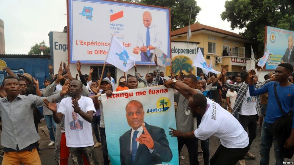 Wafuasi wa mgombea wa urais DRC Martin Fayulu wakiingia mitaani baada ya muungano wa upinzani kumteua kama mgombea, Kinshasa, DRC, Novemba 12, 2018.