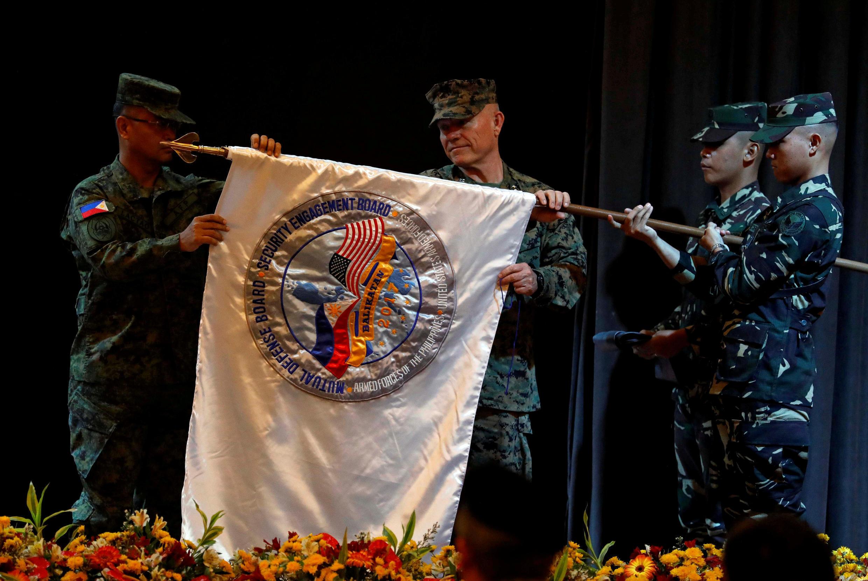 Hoa Kỳ - Philippines có mối quan hệ đồng minh lâu đời. Ảnh tư liệu: Chỉ huy quân đội hai nước khai mạc tập trận chung hàng năm tại Manila, ngày 08/05/2017.