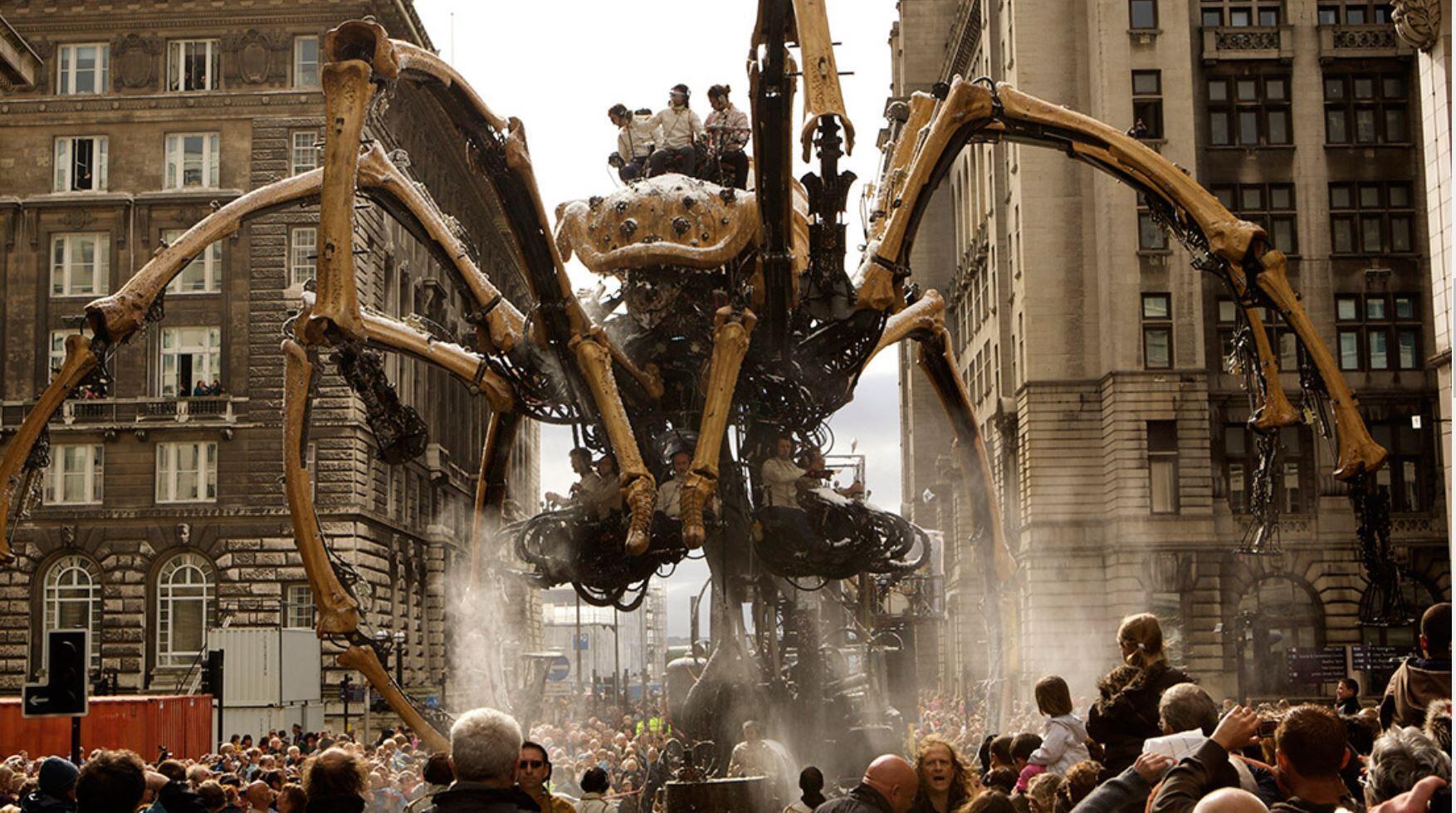 Ariane, a mítica Aranha da Cia La Machine, na França.