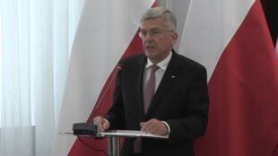 O presidente do Senado polonês, Stanislaw Karczewski defende a nova lei e afirma que ela se destina a proteger a Polônia de acusações de que o país teria tomado parte no Holocausto.