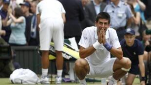 Número 1 do mundo, o sérvio Novak Djokovic ainda não perdeu nenhum set em Wimbledon este ano.