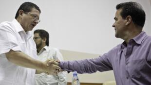 O negociador das FARC Pablo Catatumbo e o representante Frank Pearl em Havana.