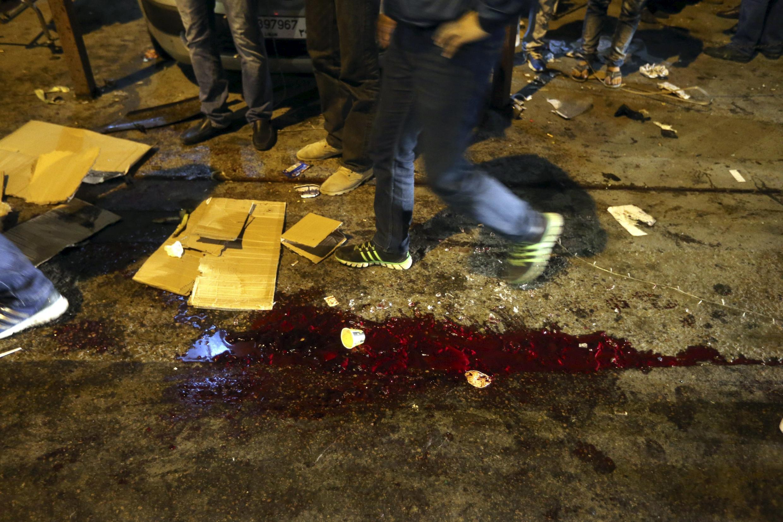 Tại hiện trường vụ khủng bố kép, 12/11/2015, ở Bourj el-Brajneh, phía nam Beyrouth.