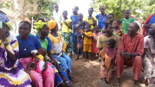 Des populations du village de Kouthiacoto, communauté rurale de Koussanar, dans le département de Tambacounda au Sénégal.