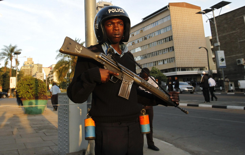 Huko Nairobi, polisi imekuwa ikipiga doria kwenye maeneo ya kuabudu, hususan makanisani na misikitini ili kukabiliana na maambukizi ya Corona.