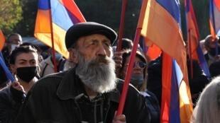 Manifestation de l'opposition à Erevan, le 12 novembre, pour exiger la démission du Premier ministre Nikol Pachinian.