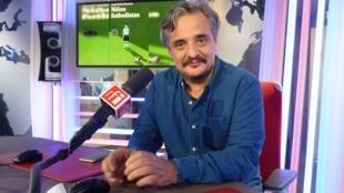 Juan Pablo Meneses en los estudios de RFI