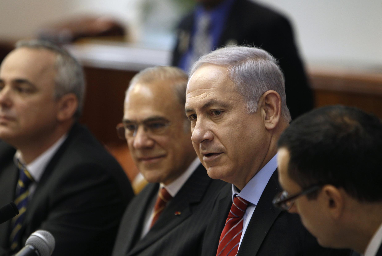 O primeiro-ministro de Israel, Benjamin Netanyahu, em reunião no seu gabinete em Jerusalém.