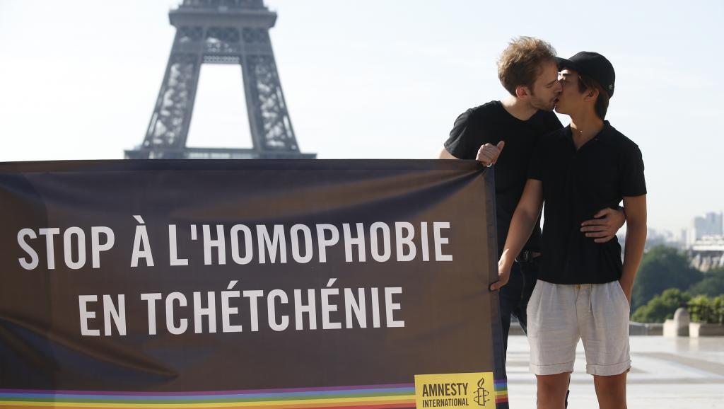 Акция Amnesty International в Париже в поддержку геев Чечни. 29 мая 2017