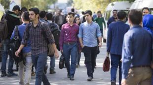 Des étudiants iraniens, à l'Université de Téhéran, le 18 octobre 2015.