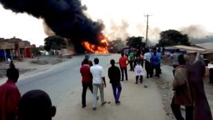 Dix-neuf personnes sont mortes dans la collision d'un camion-citerne avec trois véhicules, le 18 août à Kyambura, dans le district de Rubirizi à l'ouest de l'Ouganda.