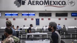 Vista del sector de Aeroméxico en el aeropuerto internacional de la capital mexicana el 19 de junio de 2020