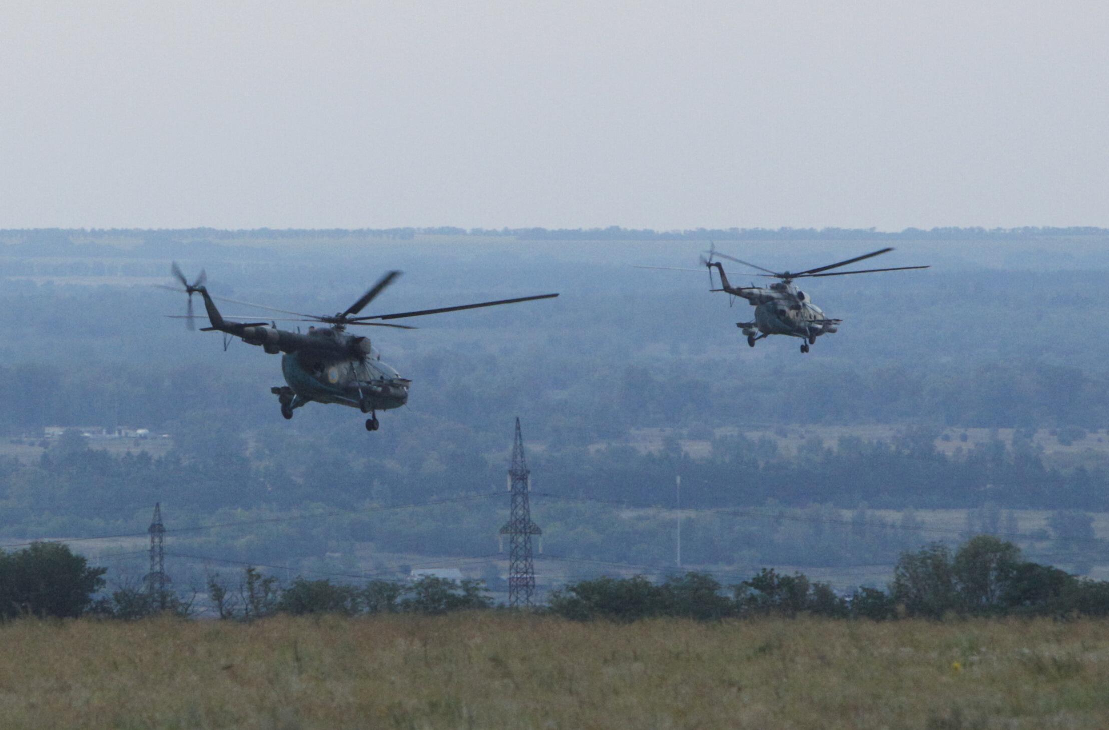 """Trực thăng Ukraina trên bầu trời Lugansk: Mỹ tố cáo Nga """"can dự"""" vào các cuộc đụng độ quân sự tại miền đông Ukraina - REUTERS"""