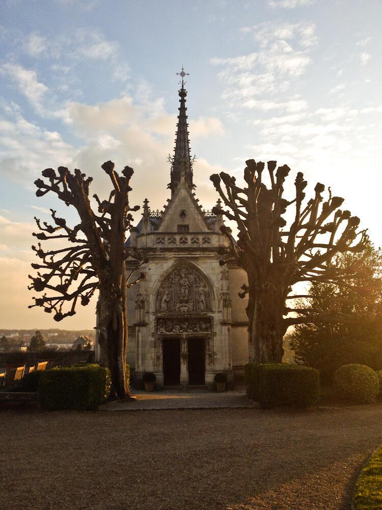 Гробница Леонардо да Винчи в замке Амбуаз, во Франции.