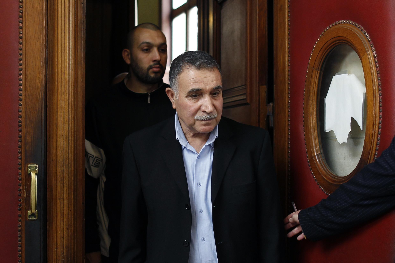 Said, pai de Adlène Hicheur, deixa a corte após o anúncio da condenação de seu filho, em 4 de maio de 2012
