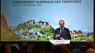 Le Premier ministre Edouard Philippe, prononçant une allocution sur le plan gouvernemental d'accès à internet, à Cahors, le 14 décembre 2017.