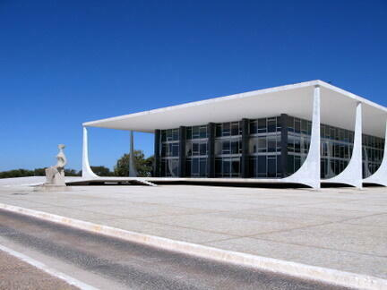 La Cour suprême de Brasilia, la ville où Niemeyer a le plus laissé son empreinte.