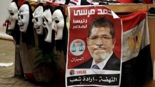 Cartaz de campanha do candidato da Irmandade Muçulmana, Mohammad Morsi.
